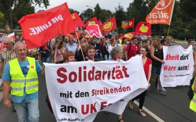 Hunderte Menschen protestieren für mehr Personal im Krankenhaus